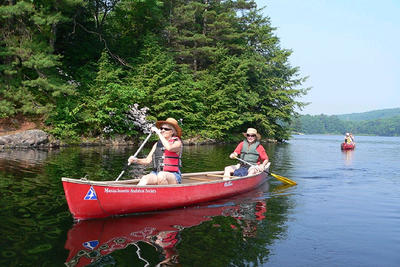 Leadership Friends canoe outing at Goose Pond (Photo: Rene Laubach)