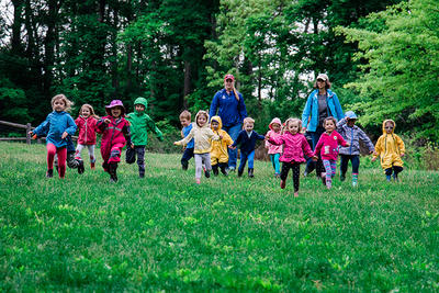 Drumlin preschoolers running outdoors in rain jackets © Emily Haranas