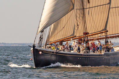 Sailing aboard the schooner Adventure © Mary Barker