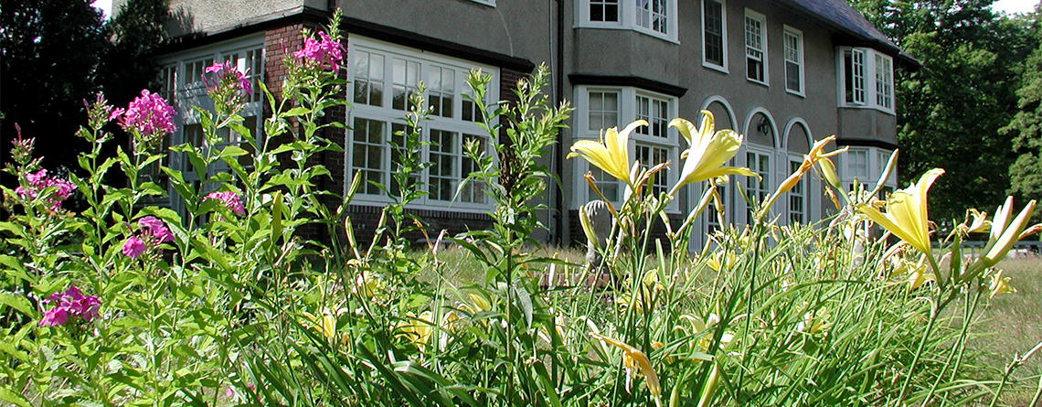 View of garden and house at Museum of American Bird Art © Jodie Wennemer