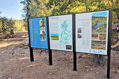 Tidmarsh sanctuary and trail signs
