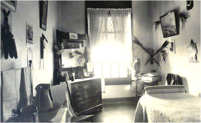 Room interior. Special Collections Department, State Library of Massachusetts.